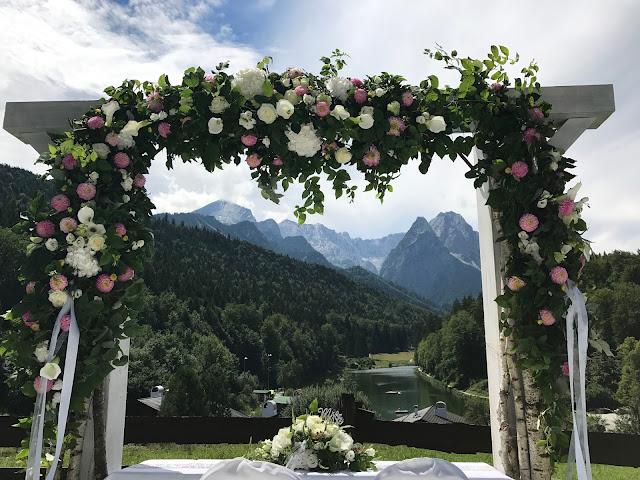 Tor zu den Bergen, Traubogen zur freien Trauung, 4 Hochzeiten und eine Traumreise 2.0 im Riessersee Hotel Garmisch-Partenkirchen, Traumlocation am See in den Bergen, 2017
