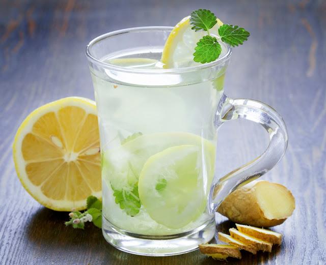 Bebida Detox de gengibre e limão