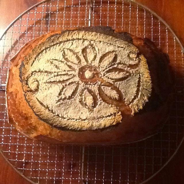 Brot mit Blumendekor
