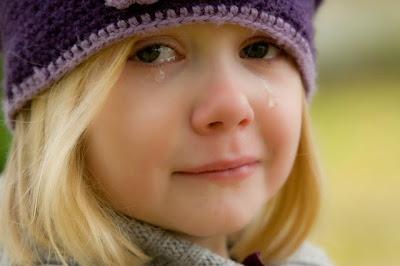 Kind weint bitterlich