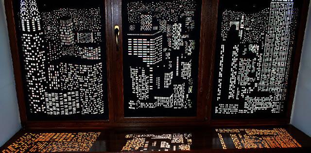 Cortinas blackouts convertidas en paisajes urbanos vistos de noche