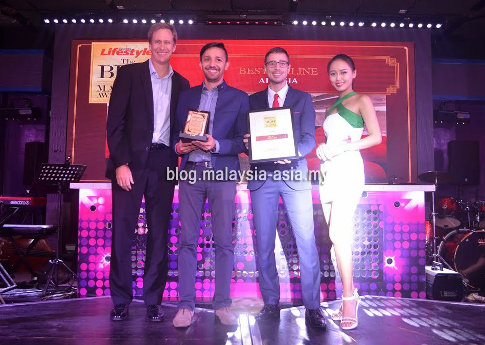 AirAsia receiving the Best Airline Award 2014