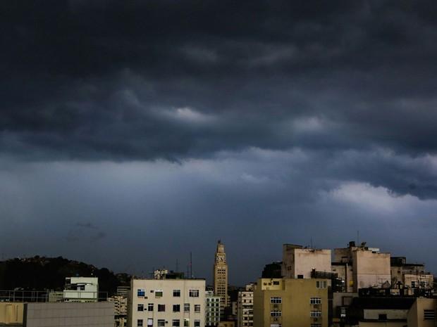A Geoengenharia do clima o porque de chuvas exageradas, inundações, e raios