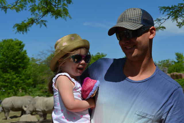 dad and daughter at the zoo