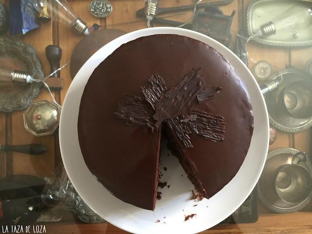 tarta-sTarta -chocolate-con-cobertura-y-relleno-de-mermelada-de-melocotón