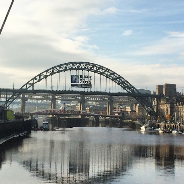 Newcastle river Tyne, Tyne bridge and Quayside