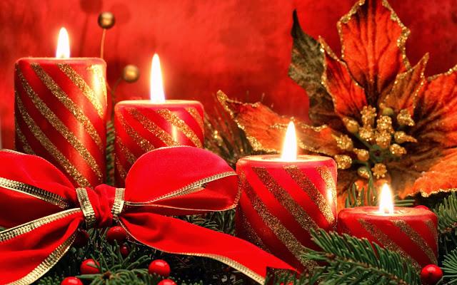 Rode kaarsen met gouden strepen