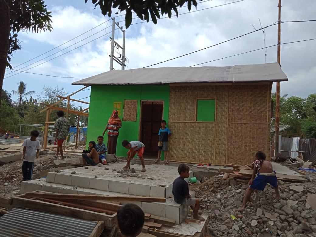 Pengungsi Masih Banyak, Relawan Ini Targetkan 1000 Rumah Sementara