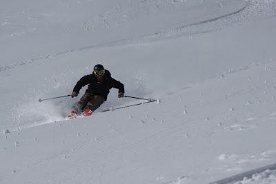 Skitechnik im Freien Gelände