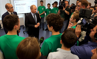 Russian President with young specialists of Kalashnikov Concern and pupils of Udmurtia schools.
