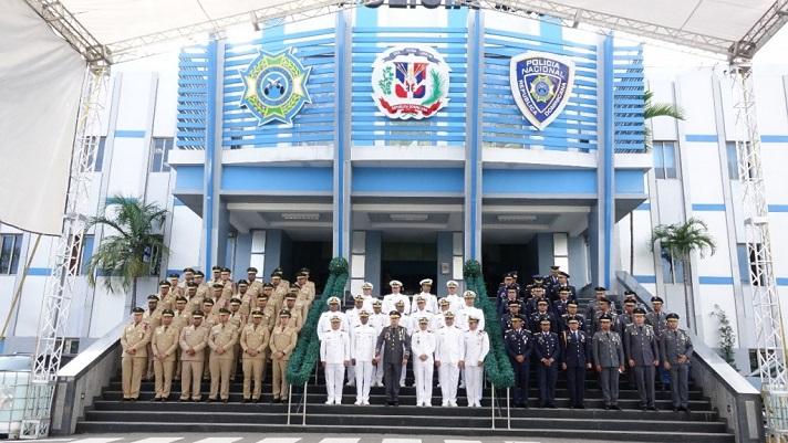 Director general polic a nacional recibe visita de for Ministerio de policia nacional