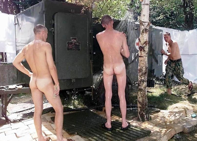 Видео армия парни в душе