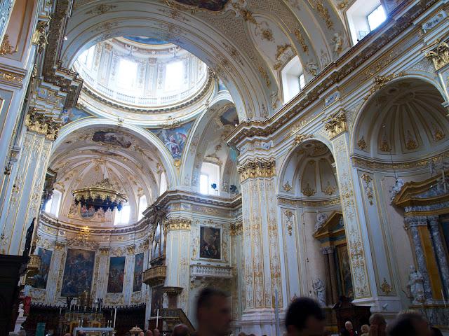 Interior del Duomo de Bergamo en Italia