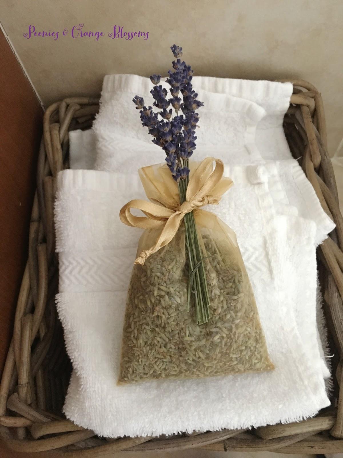 DIY lavender sachet - perfect for wedding favor or party favor.