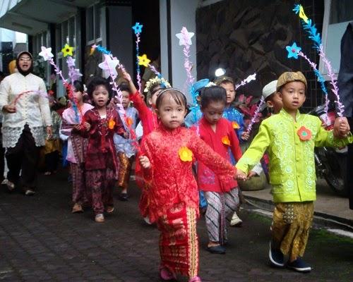 Contoh Kebaya Kartini