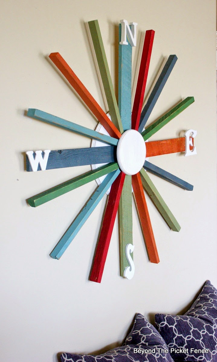 wreath, salvaged wood, compass, beyond the picket fence, http://bec4-beyondthepicketfence.blogspot.com/2015/04/compass.html