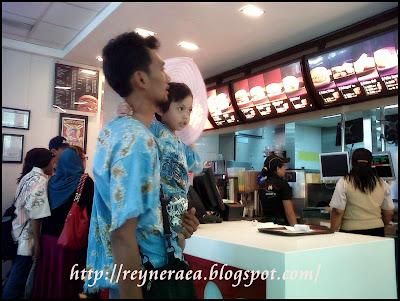 makan di Mc Donald Kuta Bali