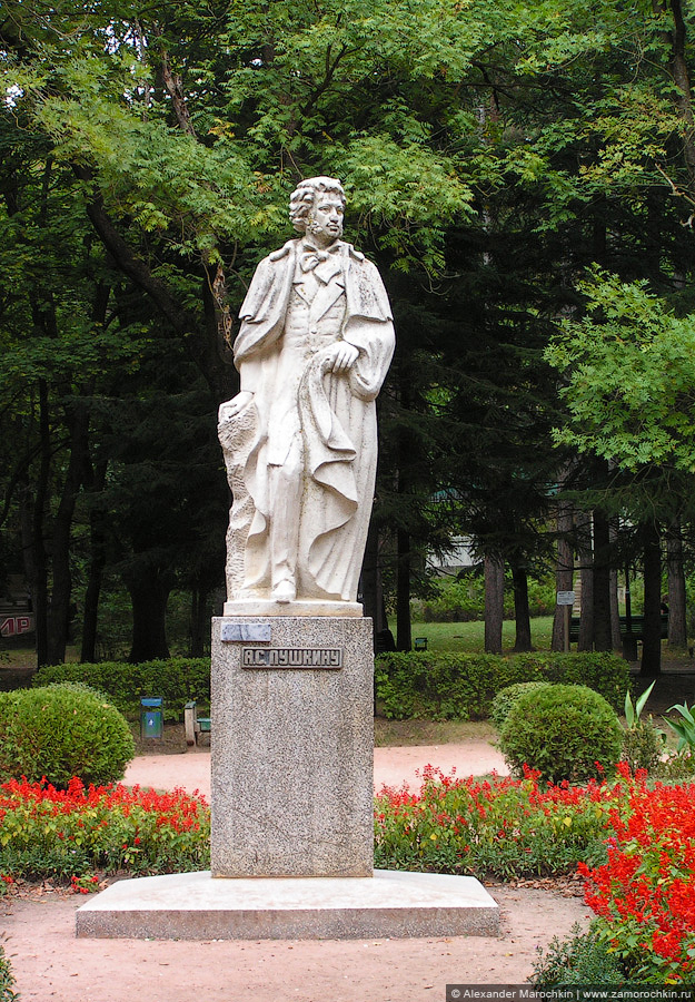 Памятник А. С. Пушкину в Курортном парке Кисловодска