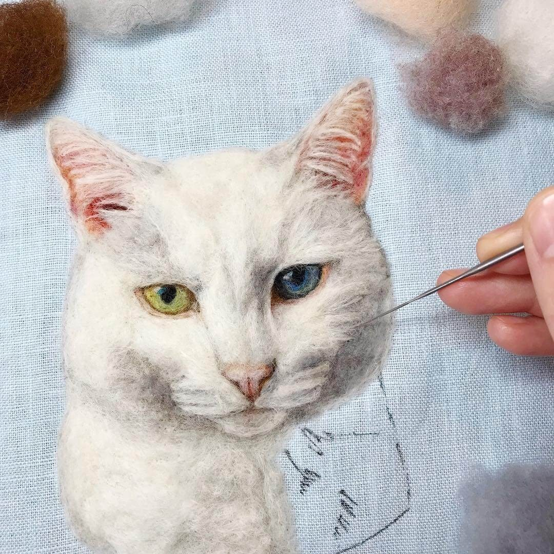09-White-cat-Dani-Ives-Needle-felting-Wool-and-Needle-Animal-Portraits-www-designstack-co