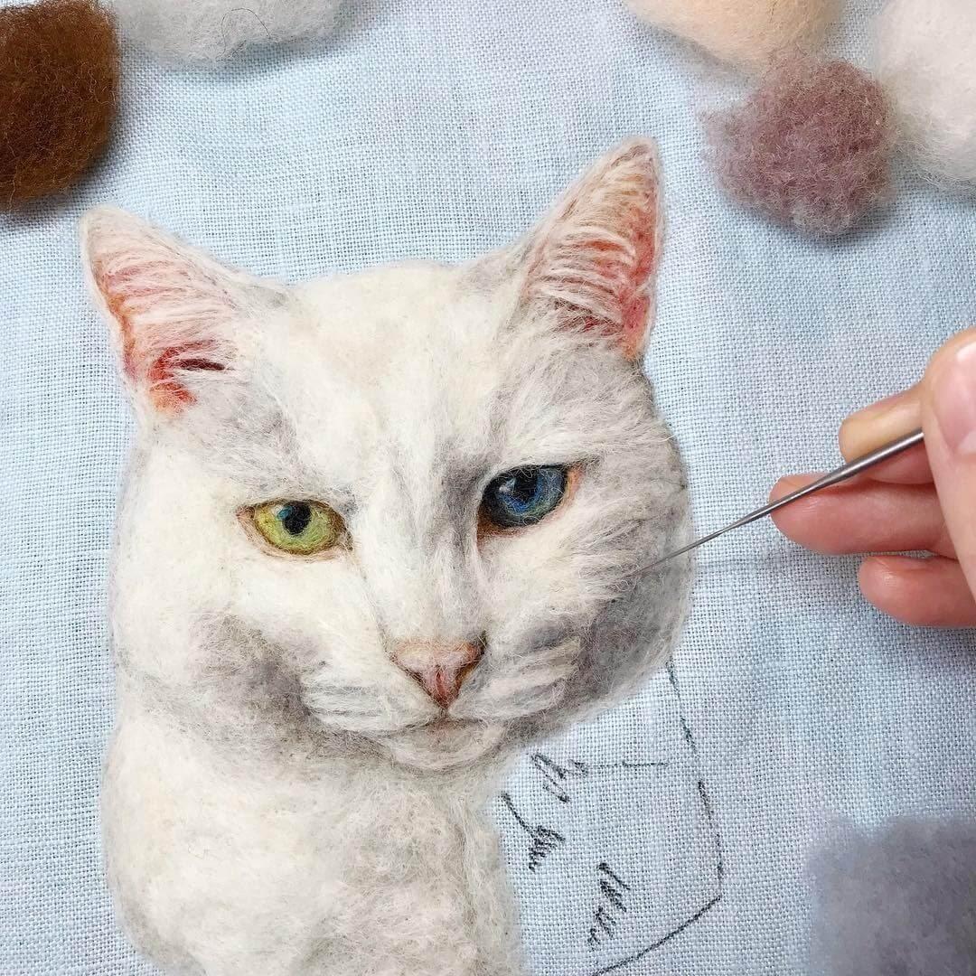 09-White-cat-Dani-Ives-Needle-felting-Wool-and-Needle-Animal-Portraits-www-designstack-co