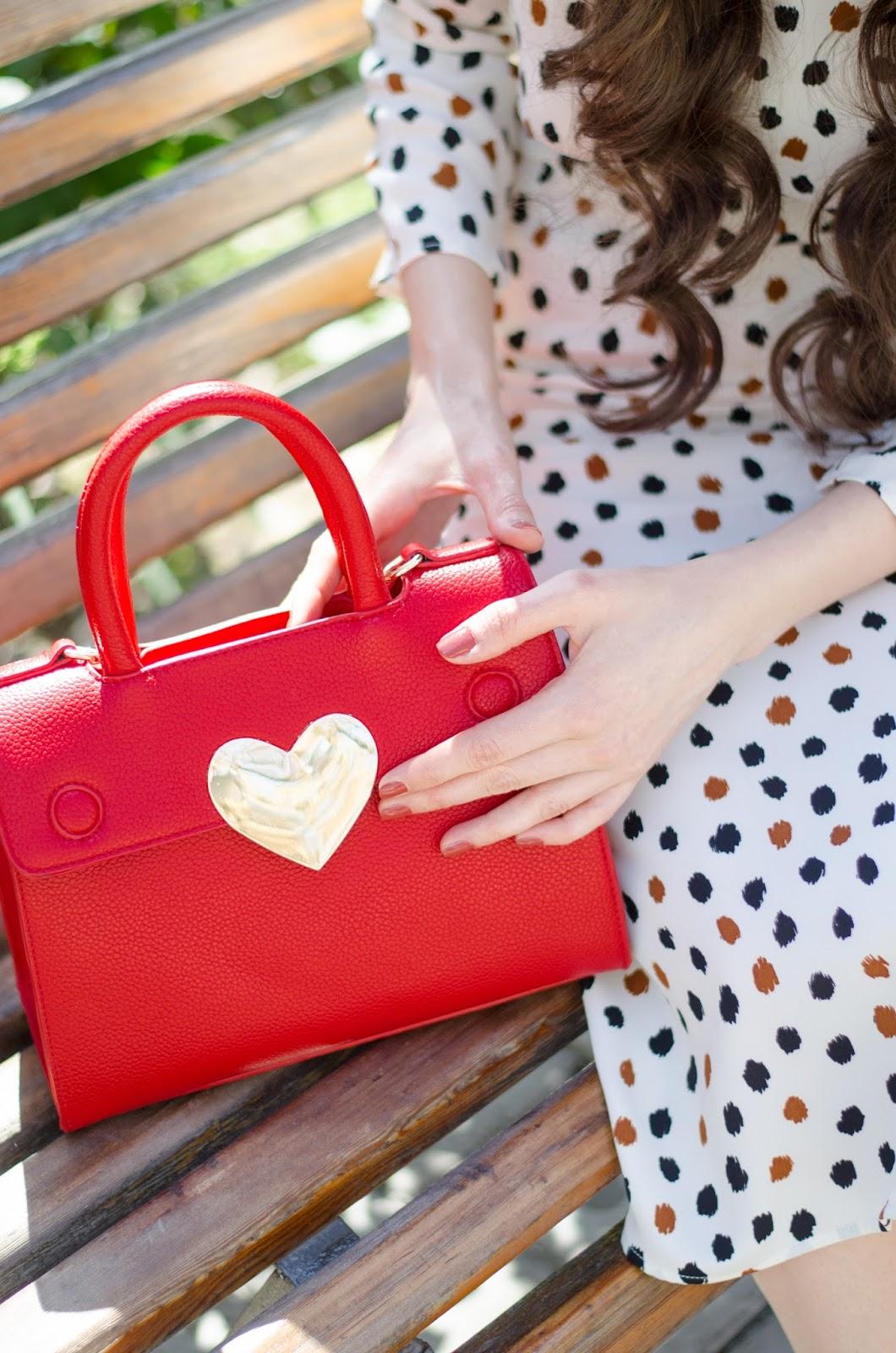 fashion blogger diyorasnotes diyora beta midi vintage dress open back black heels h&m red bag curly hair