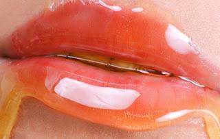 Cara Membuat Bibir Tampak Memerah Menggunakan Madu