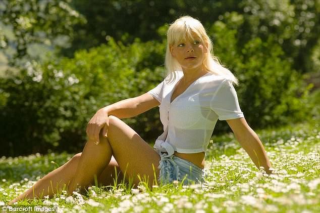 Γερμανίδα ξόδεψε 60.000 ευρώ για να αλλάξει το δέρμα της και να γίνει μαύρη (photos)
