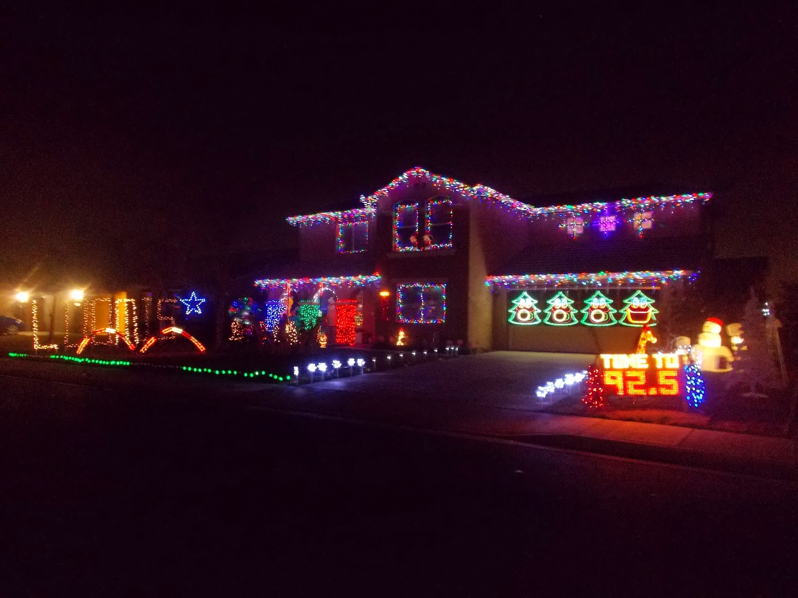 One Story House Christmas Lights.Tarra S Travels Family Time In Hanford California