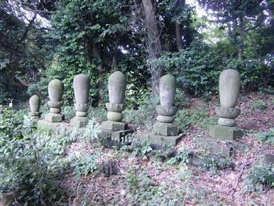 山王ヶ谷の宝戒寺墓地