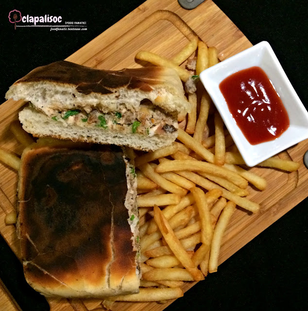 Chicken Sandwich from Hai Chix and Steaks Green Hills