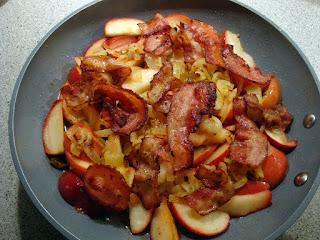Aebleflaesk: fritura de manzanas y tocino