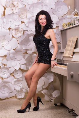 Ukrainerin Marina kennenlernen, Marina im schwarzen Kleid