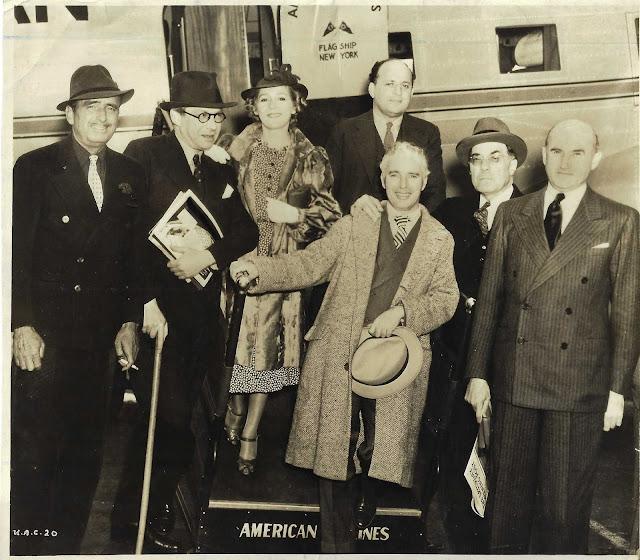 Otra fotografía histórica  Charles Chaplin (con sombrero 11bc00e3825