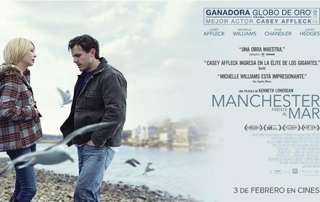 Cartel promocional de Manchester frente al mar con Michelle Williams a la izquierda y Casey Affleck a la derecha