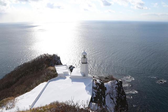 冬の地球岬灯台