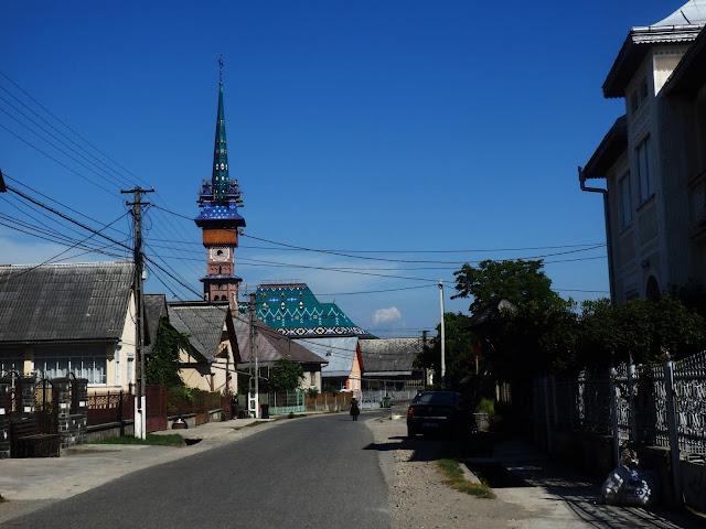 Cerkiew na Cimitrul Vesel widziana z wioski