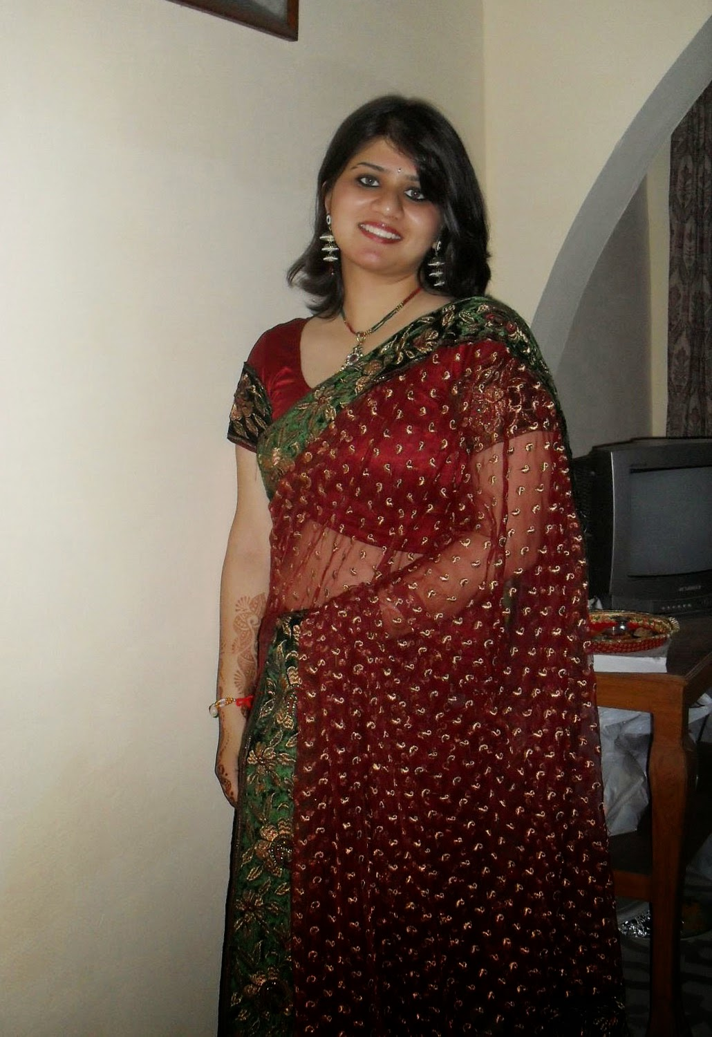 desi bhabhi saree photo