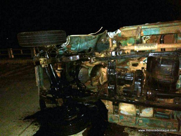 Acidente entre dois Toyotas deixa uma pessoa gravemente ferida na PE-160