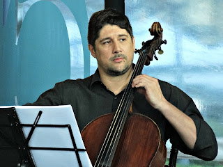 Quarteto de Cordas da Orquestra da Unisinos - Douglas Araujo (violoncelo)