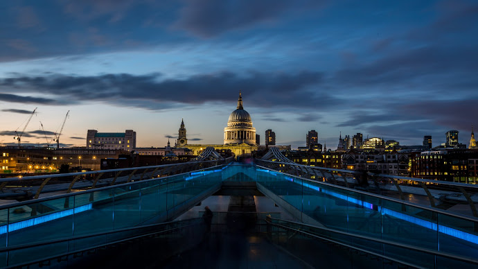 Wallpaper: Saint Paul Cathedral and Millennium Bridge