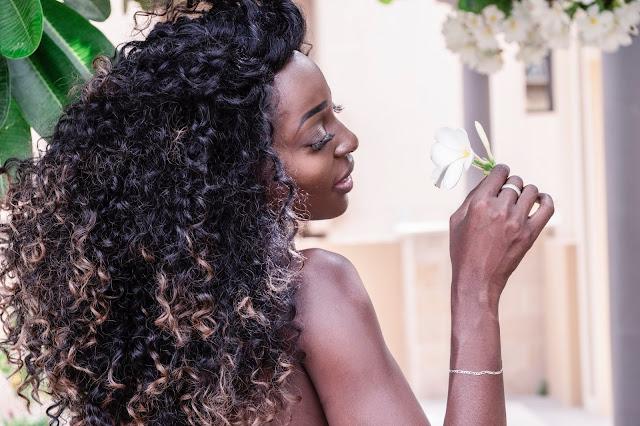 ejemple de una mujer de piel negra