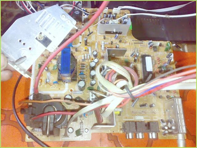 Perbaikan Kerusakan Terimbas Petir TV AKARI 21-Inch (IC-21F37)