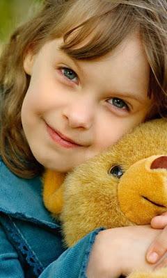 güzel-bebek-oyuncak-ayı ile