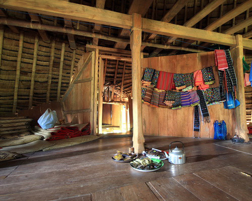 Tinuku Seven stilts houses Mbaru Niang in Wae Rebo highlands village has independent architectural style