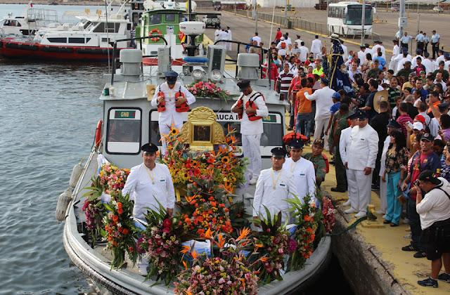 la-chinita-zarpara-en-procesion-lacustre-domingo