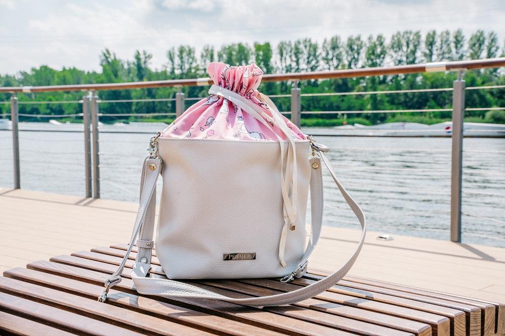 1ab20f66e3f1b Peemer Bag powstaje w całości w Polsce ze skóry ekologicznej; wnętrze  torebki jest nieprzemakalne i łatwo ścieralne. Wybierać można spośród  kilkunastu ...