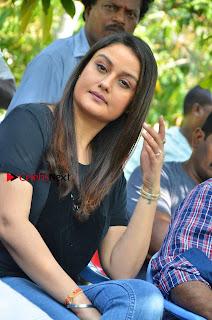 Sonia Agarwal Pictures in Denim Jeans at Unnaal Ennaal Movie Shooting Spot