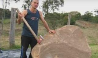 Pria Ini Menghadiahkan Sebuah Batu Untuk Ibunya, Begitu Dipecah Hal Menakjubkan Terjadi