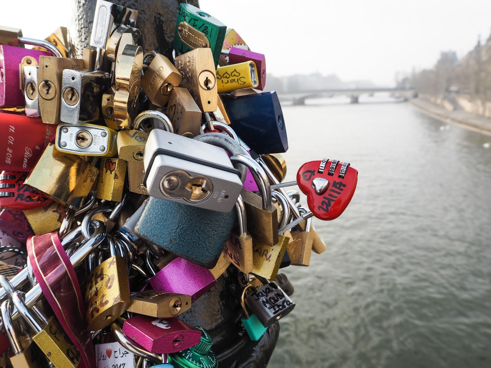 Paris City Guide - What to See - Ponts des Arts