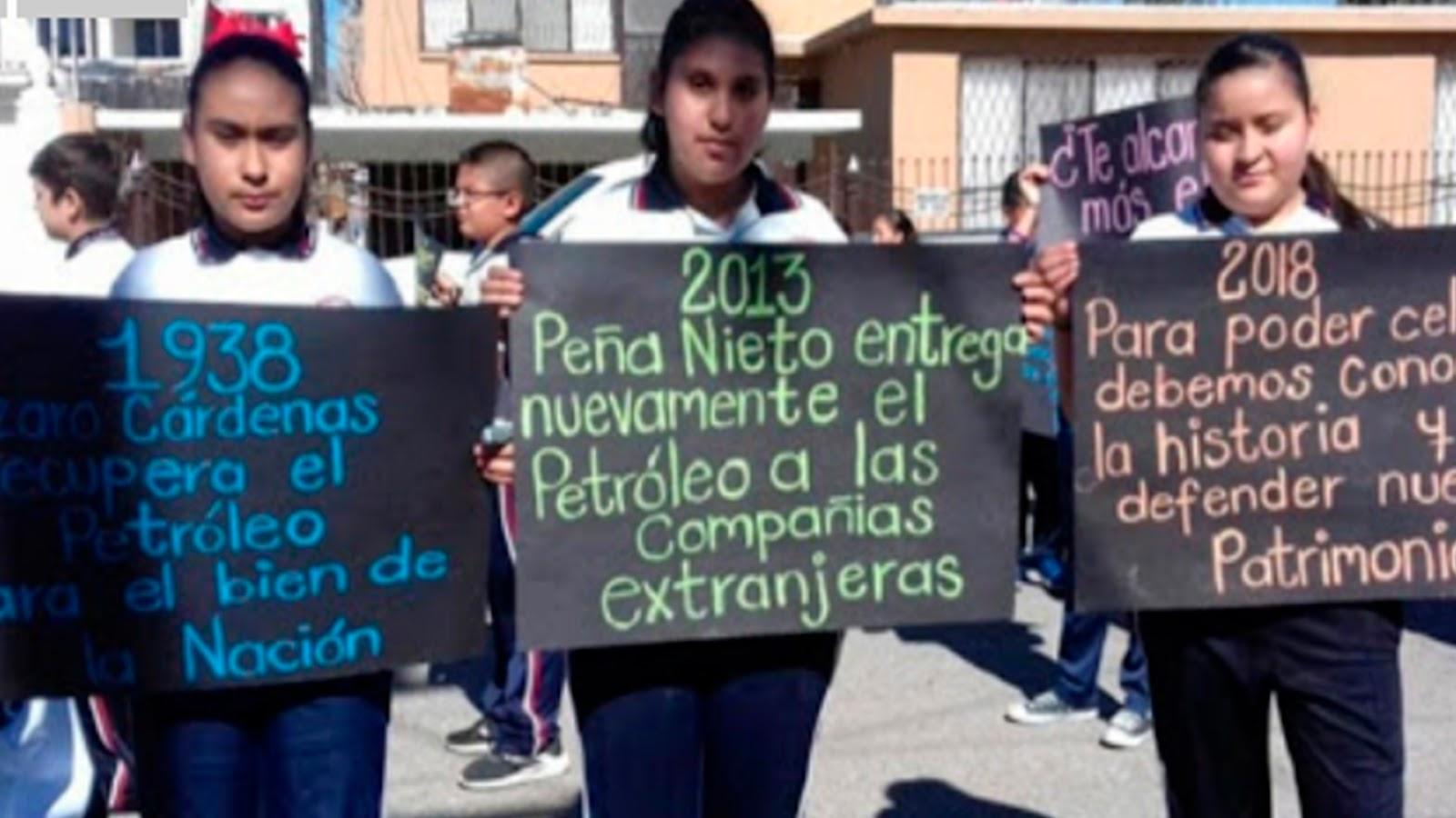 Expulsan a niños de desfile por defender petróleo de México